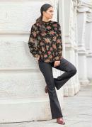 Blusa Bata Floral com Renda na Gola Preta