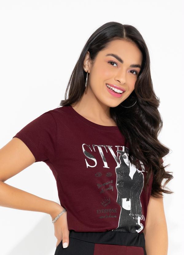 T-Shirt (Bordô) com Mangas Curtas e Estampa