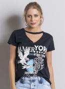 T-Shirt Preta com Detalhe Vazado no Decote