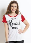 T-Shirt Vermelha e Branca com Detalhe no Decote