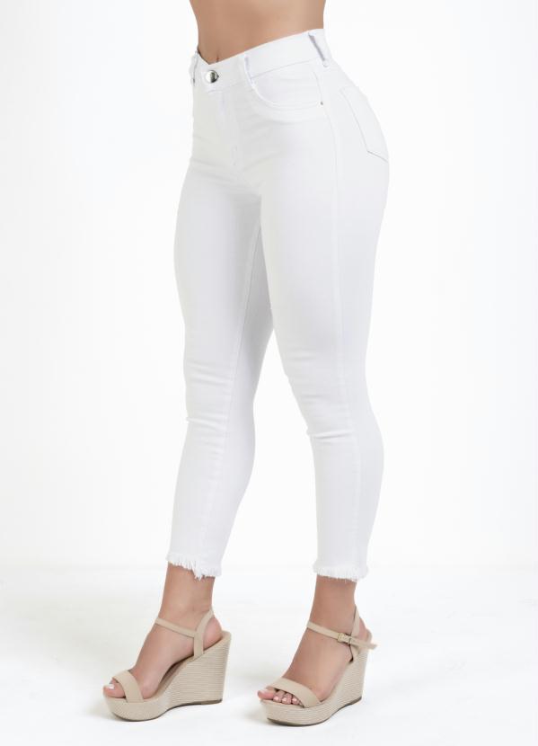 Calça Cropped (Branca) Sawary com Puídos Desfiados