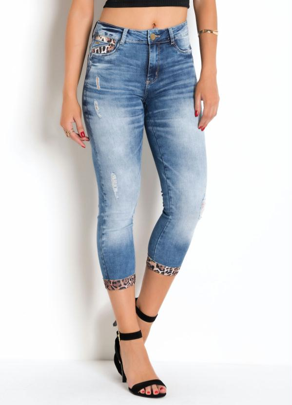 Calça Cropped (Jeans) Sawary com Detalhes em Onça