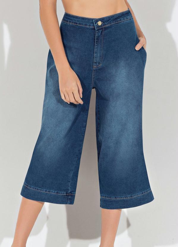 Calça Pantacourt (Jeans) com Bolsos Funcionais