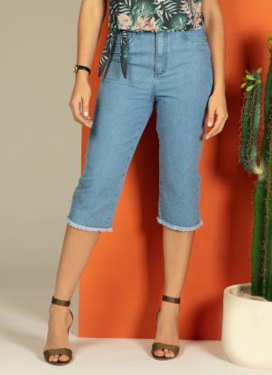 Calça (Jeans) com Barra Desfiada