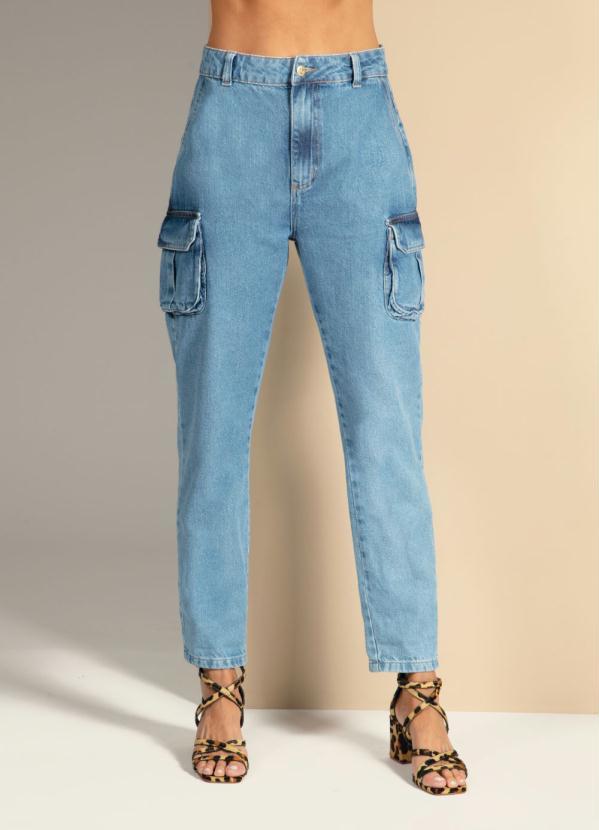 Calça (Jeans) com Bolsos Cargo