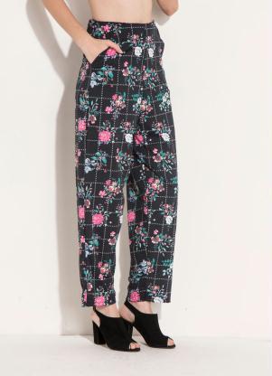 aef520569 Calça Soltinha Floral Preta com Bolsos Quintess - Quintess