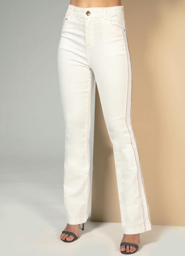 Calça (Off White) com Bolsos Funcionais e Filete N
