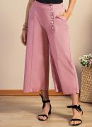 Calça Rosa Pantacourt com Bolsos Funcionais