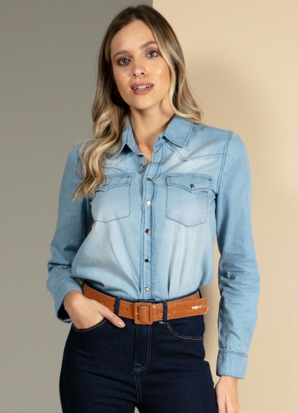 Camisa (Jeans Claro) com Bolsos Frontais