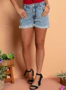 Short Jeans Claro com Bolsos e Barra Desfiada