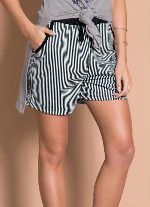 Shorts (Listrado) com Bolsos Funcionais