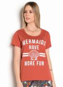 T-Shirt Ferrugem com Estampa Frontal