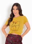 T-Shirt Mostarda com Estampa na Frente