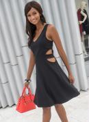 Vestido Evasê com Recortes Preto