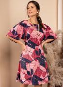 Vestido Geométrico Rosado com Mangas Amplas
