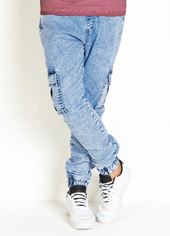 Calça Jogger (Jeans Clara) com Bolsos Funcionais