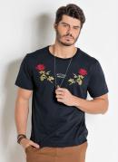 Camiseta Preta Actual com Bordado de Rosas