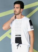 Camiseta Branca com Estampa na Frente e na Manga