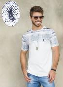 Camiseta Branca com Estampa na Parte Superior