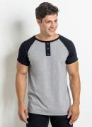 Camiseta Cinza e Preta com Botões e Cava Raglan