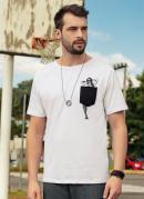 Camiseta com Bolso e Estampa Divertida Branca