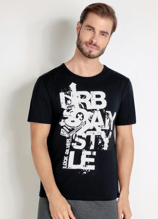 Camiseta Manga Curta (Preta) e Estampa Frontal