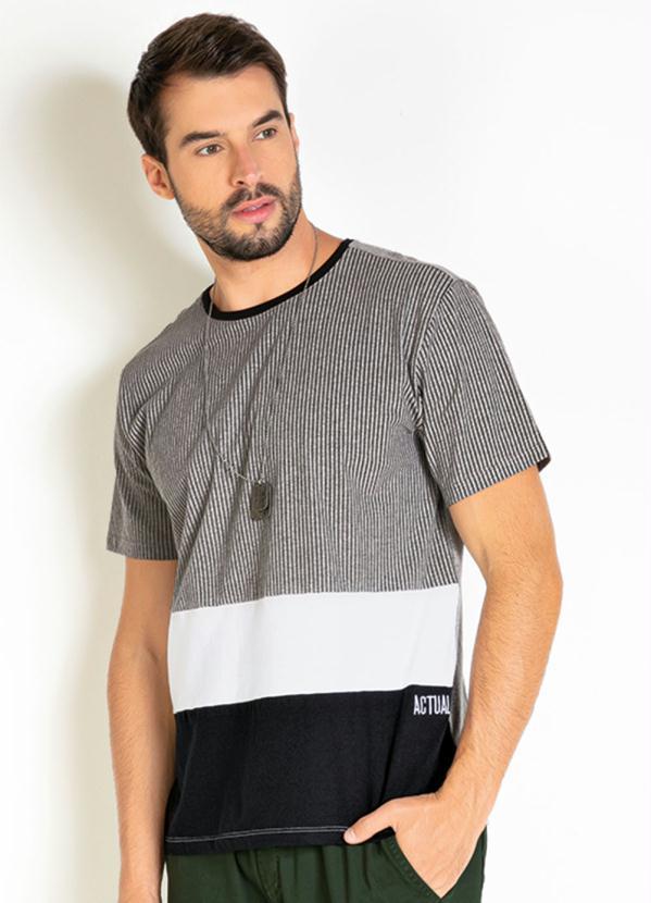 Camiseta (Mescla) com Recortes e Bordado