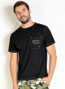 Camiseta Preta com Bolso e Costura Contrastante