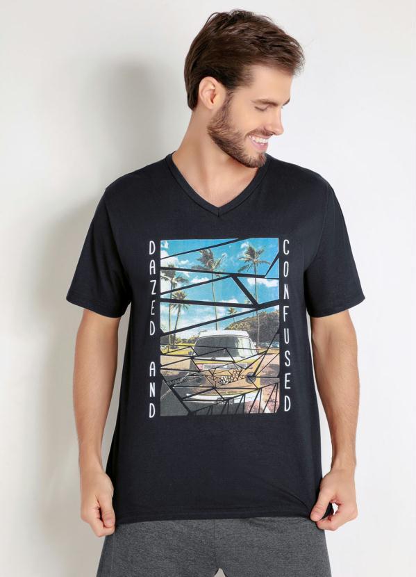 Camiseta (Preta) com Estampa Frontal