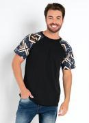 Camiseta Preta com Mangas Estampadas