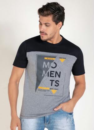 Camiseta (Preta) com Recorte e Estampa