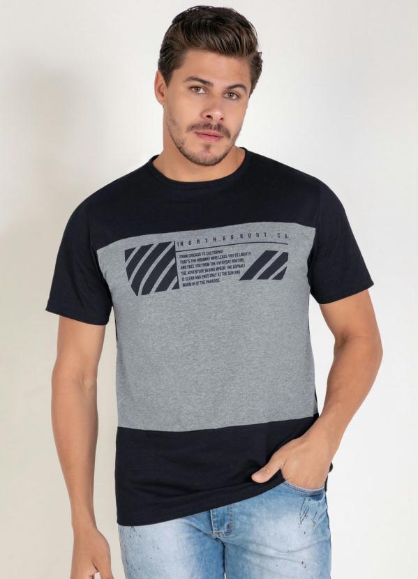Camiseta (Preta) com Recortes e Estampa