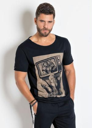 Camiseta (Preta) com Detalhes Destroyed