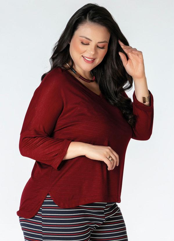 Blusa Plus Size (Bordô) Alongada