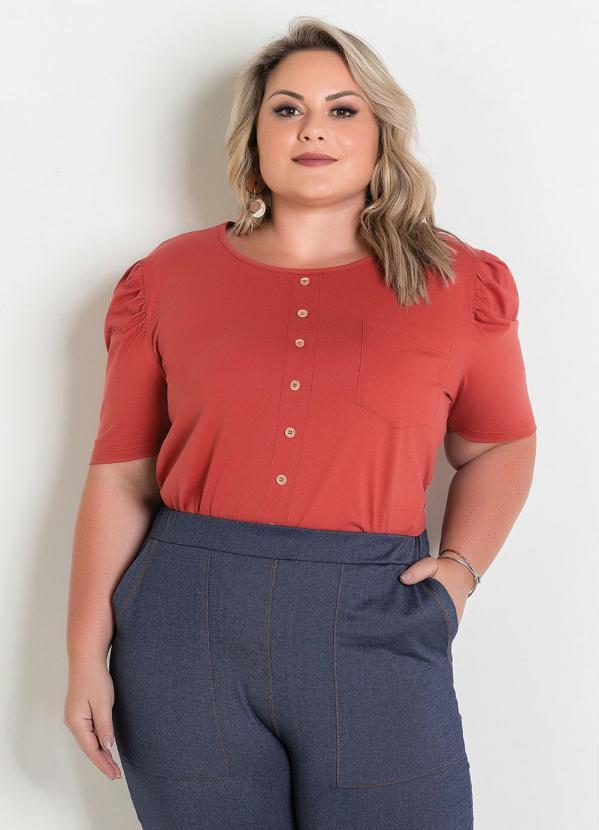 Blusa (Terracota) com Bolso e Botões Plus Size