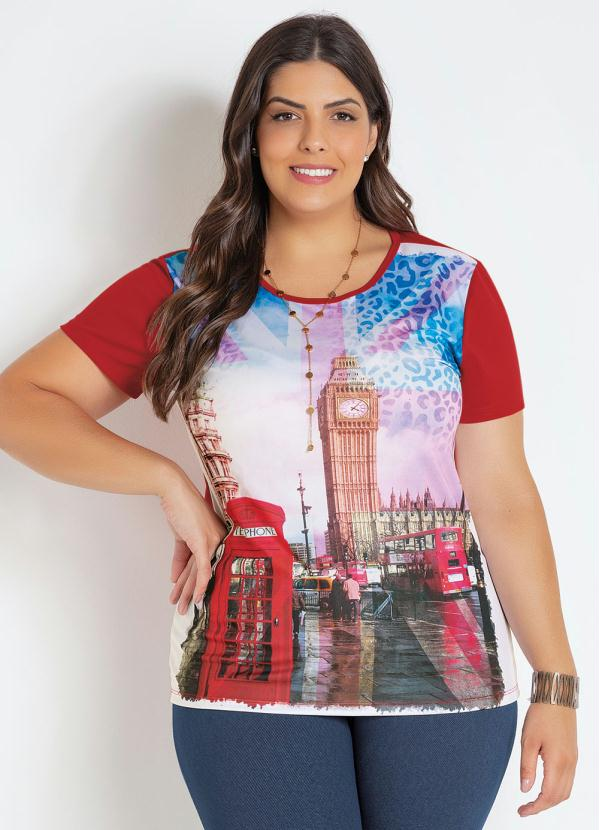 T-Shirt (Vermelha) Plus Size com Estampa Frontal