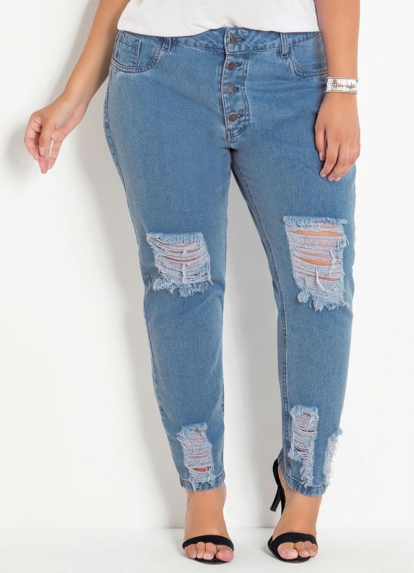 Calça (Jeans Claro) Boyfriend com Rasgos Plus Size