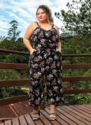 Macacão Floral Preta Pantacourt Plus Size