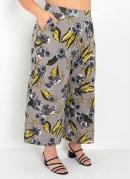 Calça Pantacourt Floral com Bolsos Plus Size