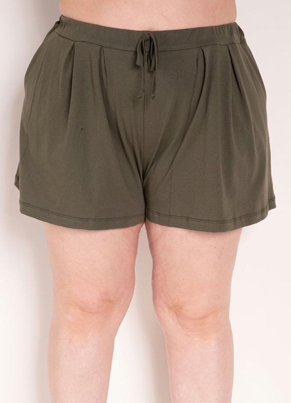 Short (Verde Militar) com Pregas Plus Size