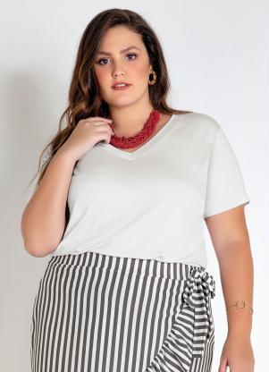 T-Shirt Plus Size (Branca) Básica com Decote V